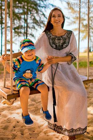 Эвелина Блёданс с сыном Семёном