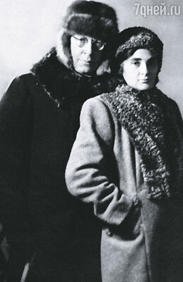 Мать часто спрашивала Миру, что же такого неповторимого она нашла в близоруком, пухлогубом сорокавосьмилетнем Сергее Сергеевиче...