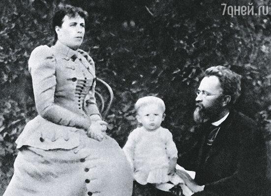 Когда 23 апреля 1891 года родился Сережа, его отцу Сергею Алексеевичу уже минуло сорок, матери было за тридцать