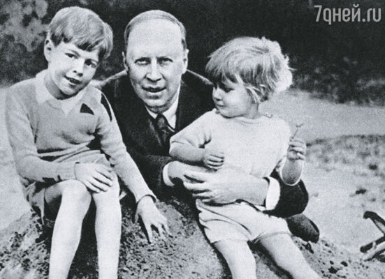 Чете Прокофьевых, у которых было двое сыновей, выделили прекрасную четырехкомнатную квартиру на Садовом кольце