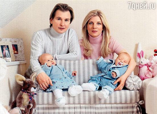 Саша присутствовал при рождении Фрола и Стюши. И крепче, чем их пуповины, нас, наверное, уже ничего не свяжет
