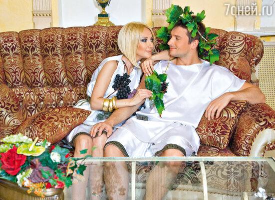 Чтобы удивить подругу, Лазарев заказал в агентстве карнавальных костюмов одеяния древних римлян. Наряда Лериного размера не оказалось, и его специально сшили за один день