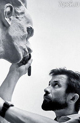 Первый муж мамы Олег Иконников был известным скульптором
