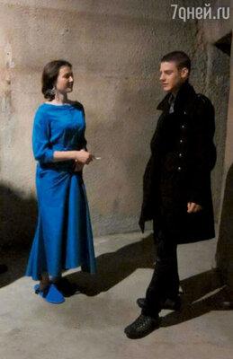 Павел Табаков на съемках фильма «Звезда» (с актрисой измассовки)