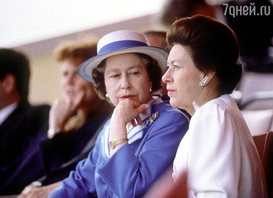 Королева Елизавета II и ее сестра принцесса Маргарет («мятежная принцесса»)