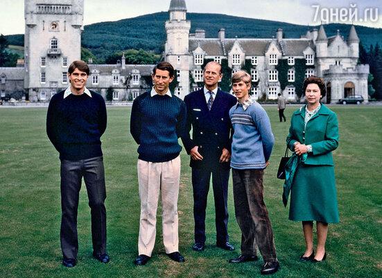 Этой семье не привыкать к привидениям (принц Эндрю, принц Чарльз, герцог Эдинбургский, принц Эдуард и Елизавета II)