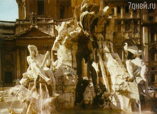 Увидев сделанную Лоренцо модель, папа римский Иннокентий воскликнул: «Фонтан должен создать Бернини, а кому не понравится, пусть не смотрит!» Фонтан четырех рек на площади Навона. Рим, 1648—1651 гг.