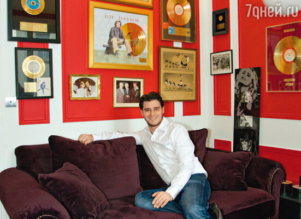В одной из комнат своей парижской квартиры Жюльен Дассен воссоздал кабинет отца