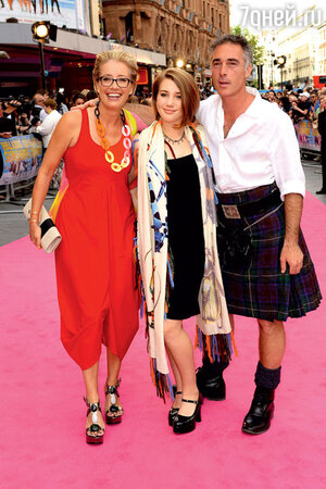 Эмма Томпсон с мужем и дочерью