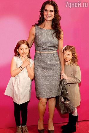 Брук Шилдс с дочерьми