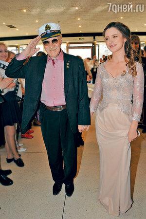 85-летний Иван Краско с женой Натальей, которая моложе мужа на 60 лет