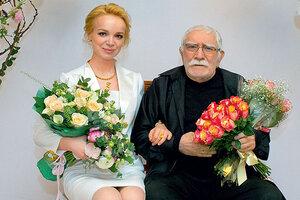 Армен Джигарханян и еще 7 знаменитостей, которые годятся своим женам в отцы