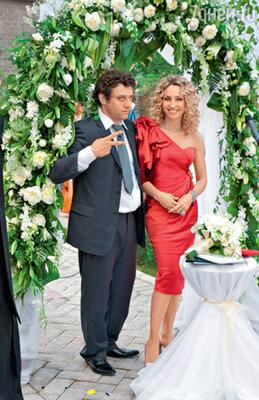 Ведущая церемонии бракосочетания баронесса Катерина фон Гечмен-Вальдек и ведущий вечера Михаил Полицеймако
