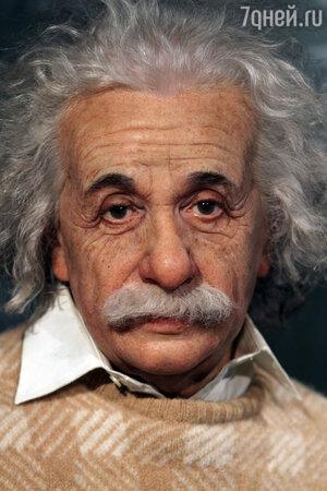 Альберт Эйнштейн соседствует здесь с Шерлоком Холмсом