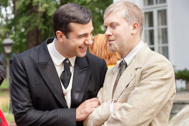 Иван Ургант и Сергей Светлаков на съемках фильма «Ёлки 1914»