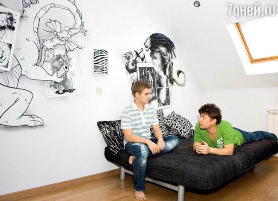 Комнату сына Саши расписали мультипликационными персонажами