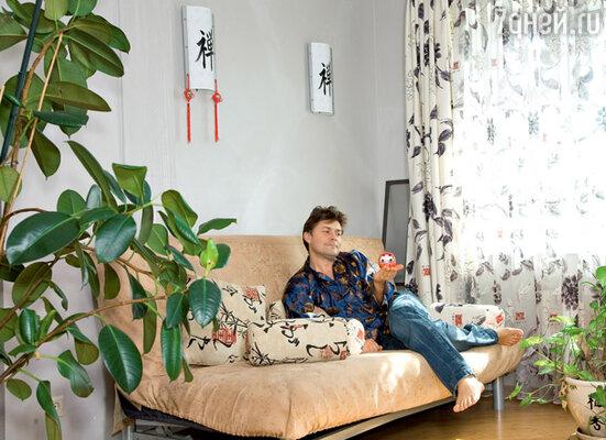 Одну комнату, для которой никак не могут придумать предназначение, решили оформить в китайском стиле
