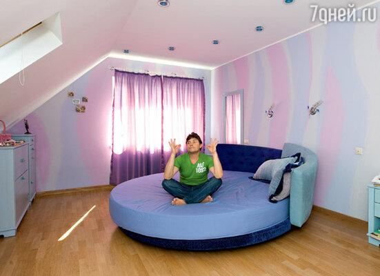 В спальне Сергея и Наташи на третьем этаже