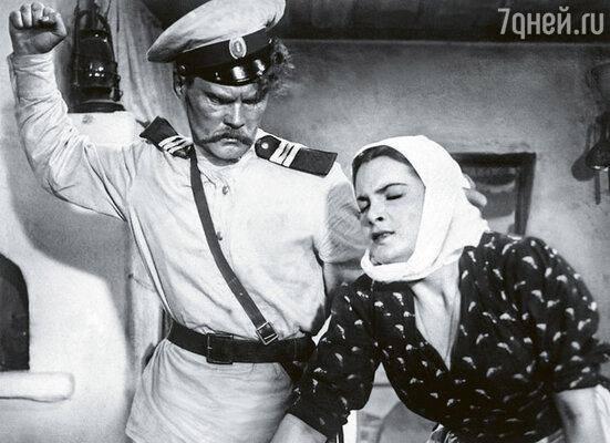Эпизод, где Степан «учит» свою жену Аксинью, получился не сразу. Режиссеру пришлось прибегнуть к крайним мерам