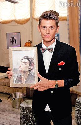 Один из подарков – картина, на которой Влад изображён в стилистике поп-арта