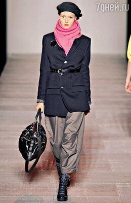 «Берет десантника» в сочетании с толстым шарфом от «Marc by Marc Jacobs»