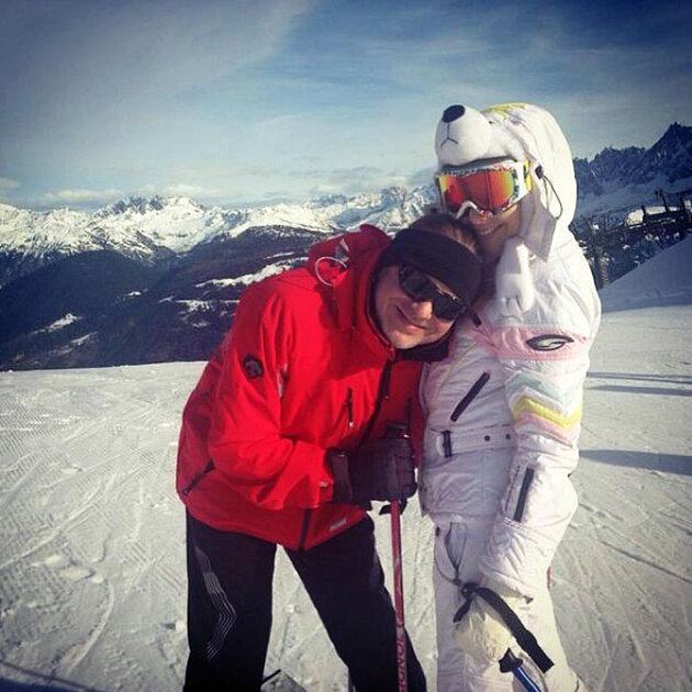 Наталья Подольская и Владимир Пресняков-мл. катаются на лыжах