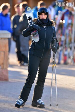 Ким Кардашьян катается на лыжах