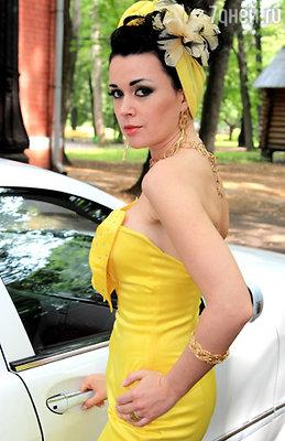Анастасия Заворотнюк на съемочной площадке сериала «Аманда О»