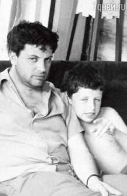 Михаил: «Отец на меня всегда орал. Став старше, я понял, что орет онтолько на тех, кого любит».