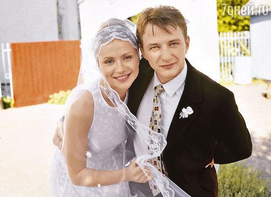 Кадр из фильма «Свадьба». 2000 г. Мария Миронова и Марат Башаров
