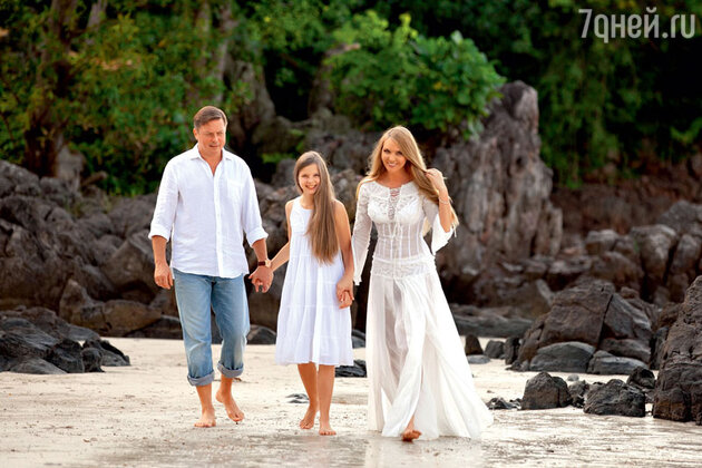 Варвара с супругом Михаилом и дочерью Варварой во время отдыха на острове Самуи