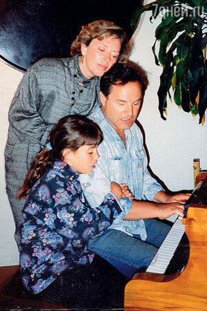 Родион Нахапетов с Наташей Шляпникофф и Катей