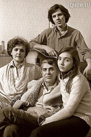Ада Роговцева и Константин Степанков с детьми Константином и Екатериной