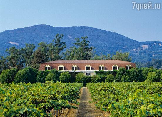 В 1975 году легендарный режиссер купил виноградники и замок в самом центре калифорнийской долины Напа