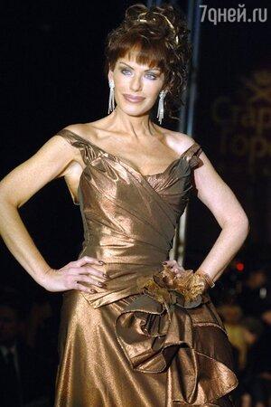 Гламурный стиль позволяет Ирине Понаровской эффектно выглядеть на сцене