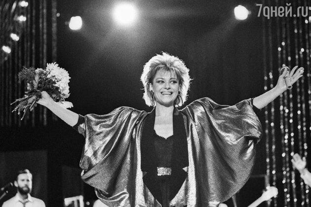 Ирина Понаровская 80-е прическа