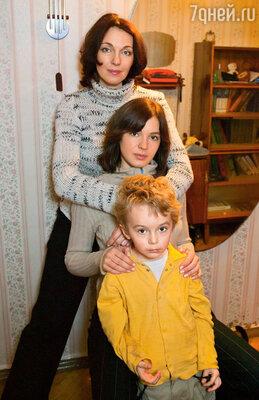 Меня очень поддерживала мама... Особенно мы сблизились, когда переехали в Москву. С мамой, актрисой Татьяной Лютаевой, и братом Доминикасом