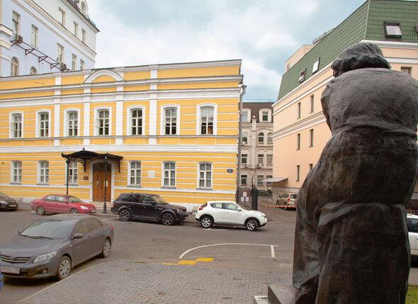 Вот Арбат, а вот и Борисоглебский переулок, дом 6