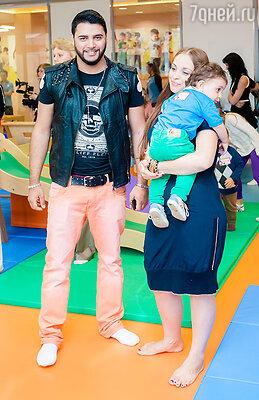 Александр Бердников с семьей