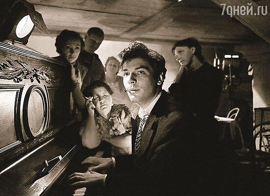 Мой первый муж Саша Шворин сыграл в фильме «Летят журавли» рокового красавца Марка, соблазнившего героиню Татьяны Самойловой