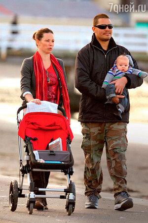 Эванджелин Лилли и  Норман Кали с  сыном