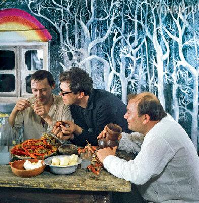 С Олегом Ефремовым и Евгением Леоновым на съемках фильма «Гори, гори, моя звезда». 1969 г.