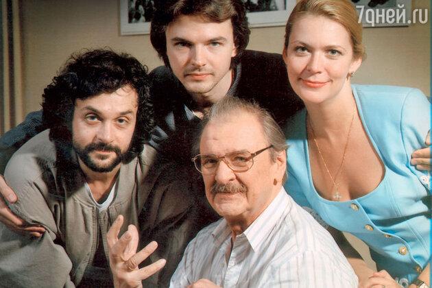 Юрий Яковлев с дочерью Аленой и сыновьями  Алексеем и Антоном.1994 год