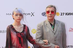 Дочь Михаила Ефремова поразила гостей «Кинотавра» оригинальным нарядом