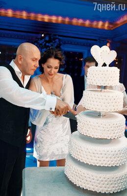 Гости торжества еще долго будут вспоминать невероятный вкус этого торта — шедевра одного из самых титулованных французских кондитеров