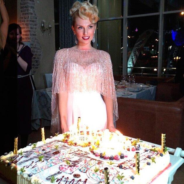 Саша Савельева  отметила день рождения