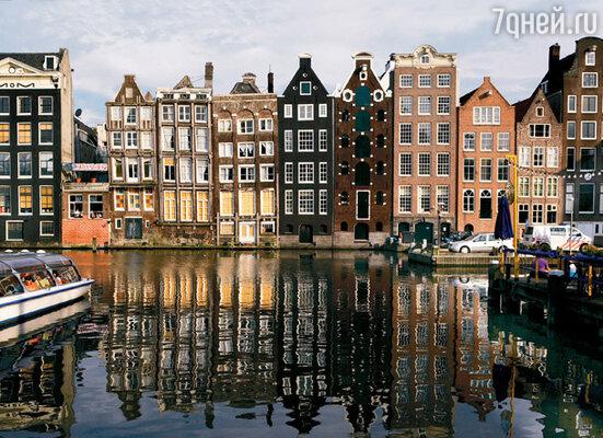По закону фасады домов, выходящих на канал, запрещено перестраивать. Зато сам дом может быть построен заново