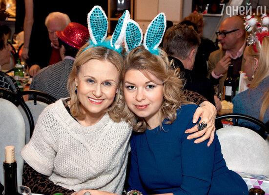 Дарья Донцова с племянницей Ольгой