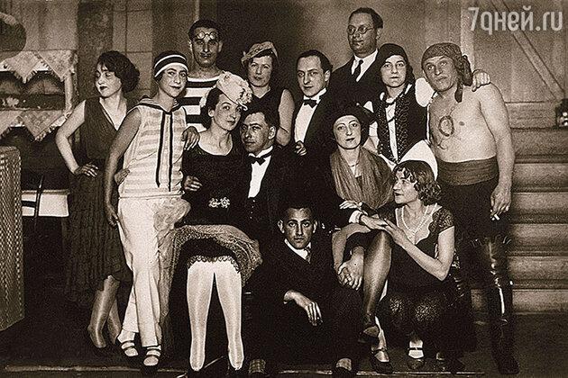 Маревна — справа, Париж, 1930-е годы