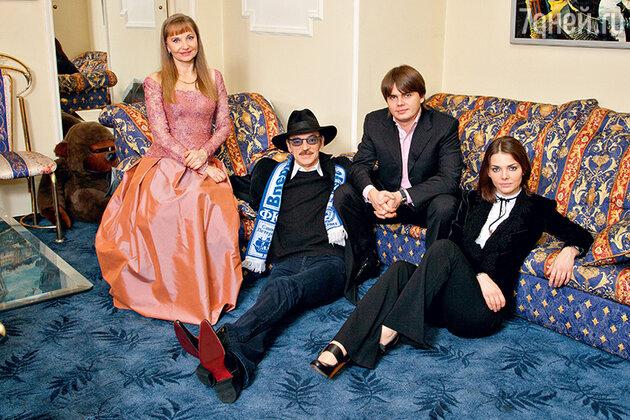 Михаил Боярский с женой и детьми